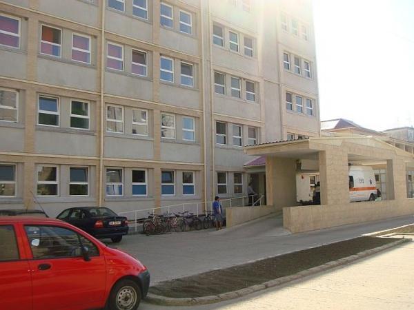 Spitalul Municipal Carei scoate la concurs 10 posturi de asistent medical, infirmier, îngrijitor și brancardier