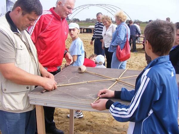 Tir cu arcul şi fotbal fete-băieţi la Festivalul Zmeielor de la Carei