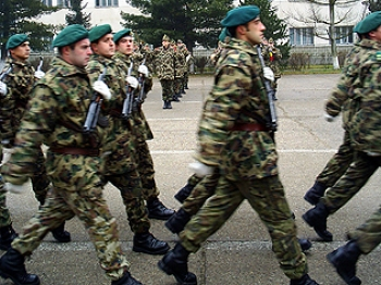 La un pas de starea de urgenţă: va prelua Armata sarcinile administraţiei publice?