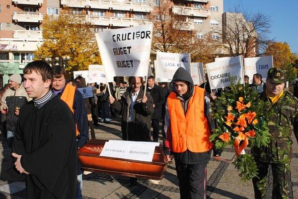 Protest liberal la Prefectura Satu Mare