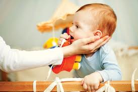 Indemnizaţia pentru creşterea copilului ar putea fi acordată doar pe un an, în loc de doi