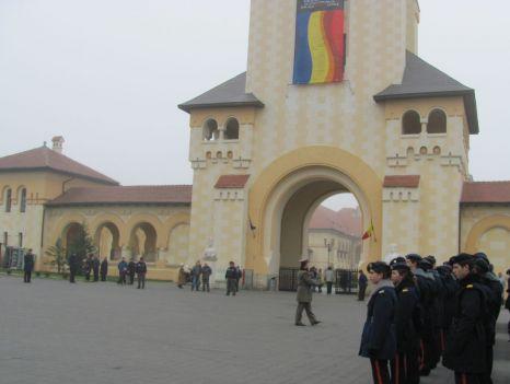 Drapel naţional modificat pe Catedrala Încoronării din Alba Iulia