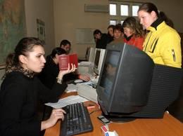 De ce trimit mai puţini bani românii din străinătate