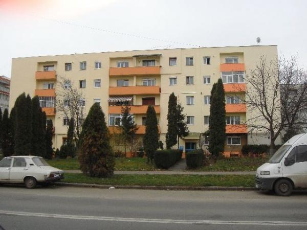 Impozitul pe case la valoarea de piaţă ar aduce un miliard de euro în plus la bugetele primăriilor