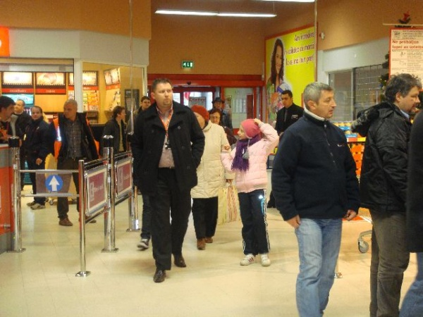 Supermarket-urile din judeţ,cu nereguli, amendate cu 45.000 de lei de OPC