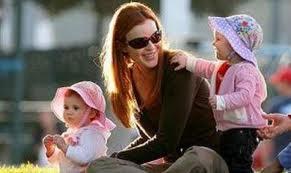 Mamele care cresc doi copii in concediul de maternitate primesc o singură indemnizaţie