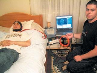 """Un român a făcut camera care """"citeşte"""" creierul"""