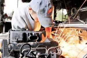 Deputaţii vor să oblige service-urile auto să permită clienţilor să asiste la lucrările de reparaţii