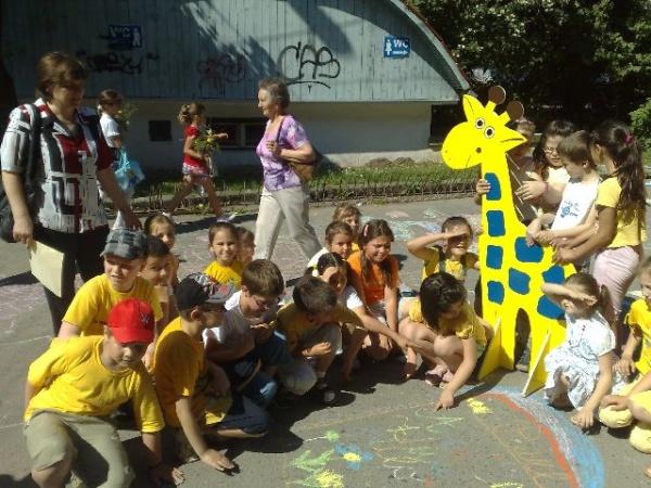 1 Iunie 2012:O scenă pentru toţi copiii