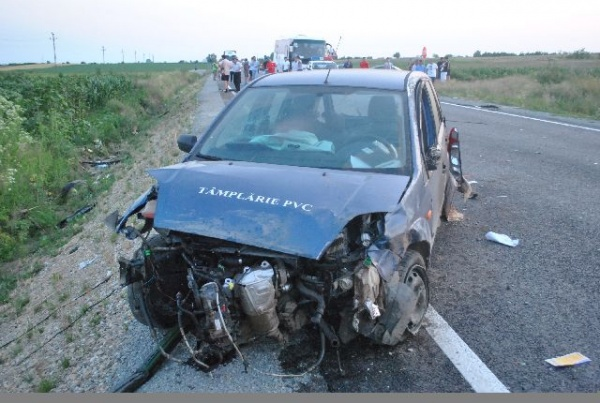 Accident grav datorat neatenţiei la volan