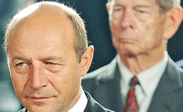 Regele, fugărit de Băsescu pe autostrada istoriei