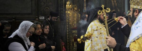 Acatiste şi pomelnice online: Biserica face pact cu internetul – 1 euro acatistul, 24 de euro abonamentul pe o lună