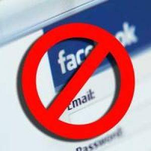 Francezii  interzic  Facebook  şi Twitter