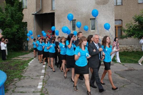 Absolvenţii clasei a opta  de la Şcoala Vasile Lucaciu
