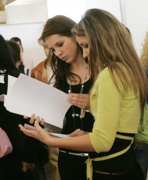 Ajutor de şomaj pentru absolvenţii din 2015