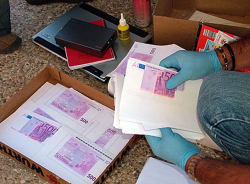 Falsificatori de euro reţinuţi la Satu Mare