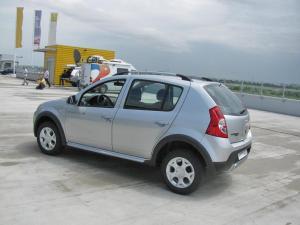 Dacia va testa în Italia vânzarea de maşini pe Internet