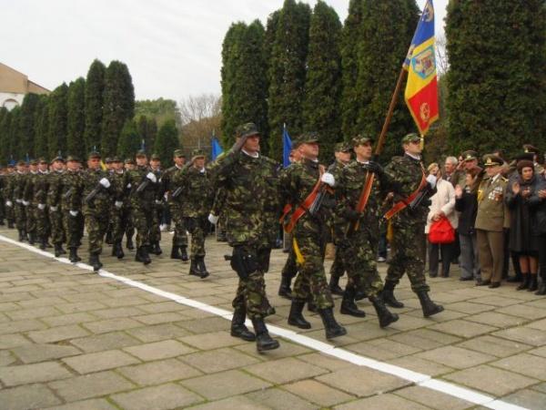 Premierul sărbătoreşte Ziua Armatei la Carei