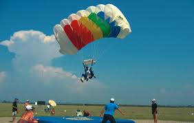 Campionatul şi Cupa României la paraşutism au loc la Satu-Mare
