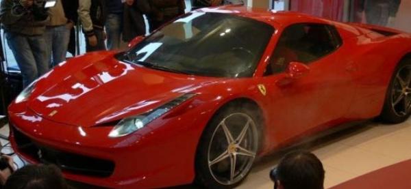Nu poate Ferrari să fabrice cât pot românii să cumpere!