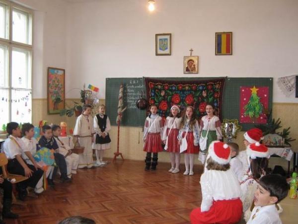 De Crăciun cu cântec şi dans  îl aşteptăm pe Moşul bun