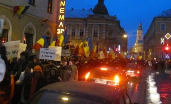 """Cea mai mare manifestație de după 1989! Peste 1000 de sătmăreni în stradă! """"DEMISIA!"""""""