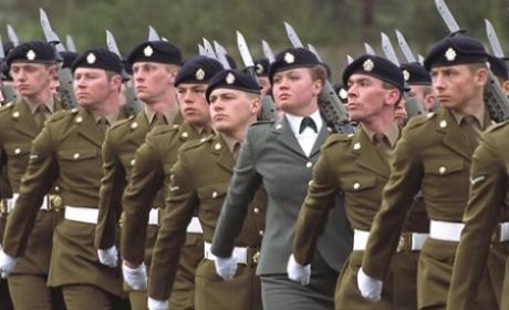 Bulgaria introduce educaţia militară în şcoli