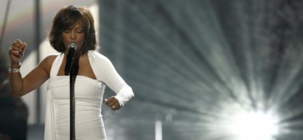 Whitney Houston a murit la 48 de ani