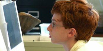 Copil de patru ani care rezolvă operaţii matematice complicate, înscris în clasa pregătitoare