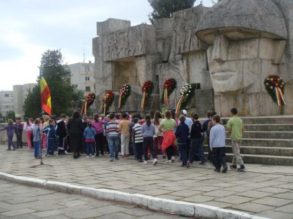 Depuneri de coroane la Monumentul Ostaşului Român