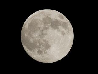 """Fenomen unic pentru 2012 în noaptea de sâmbătă spre duminică . Vom vedea o """"superlună"""""""