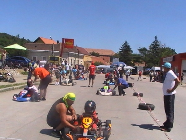 Karting:a doua etapa a Campionatului naţional şcolar de Karting