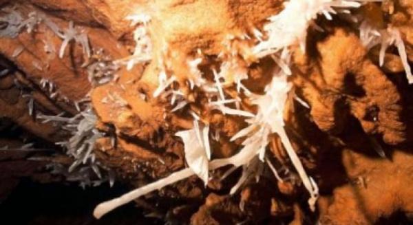 Peşteră cu cristale, unică în ţară, amenajată pentru vizitare în mina Farcu din Bihor