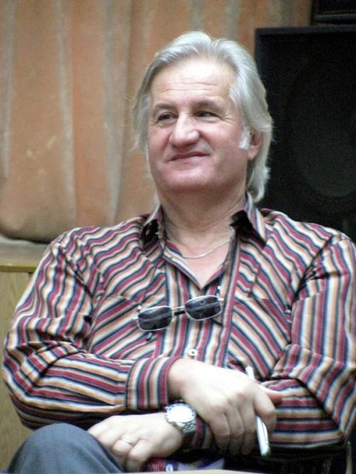 George Vulturescu a donat cărţi Bibliotecii