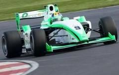Un român uimeşte în Formula 2