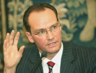 Parlamentarul german Krichbaum, cel care îi scria lui Barroso că în România democraţia e atacată, este căsătorit cu fosta consilieră a Monicăi Macovei