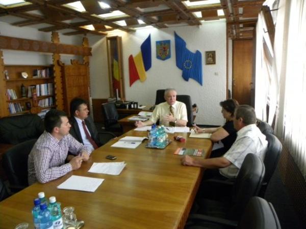 Prefectul solicită regim egal la încasarea obligaţiilor fiscale de persoanele care si-au dat în arendă terenurile