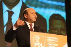 FMI a cerut tăieri salariale de 10%, Băsescu a impus prin presiuni tăieri de 25%