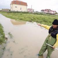 Prefectul monitorizează  zonele  cu risc de inundaţii din judeţ