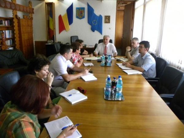 Prefectul Eugeniu Avram cere reactualizarea strategiei privind gestionarea deşeurilor periculoase