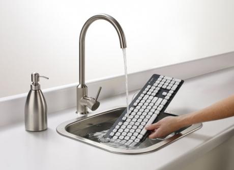 S-a inventat tastatura pe care o poți spăla la robinet când se murdărește