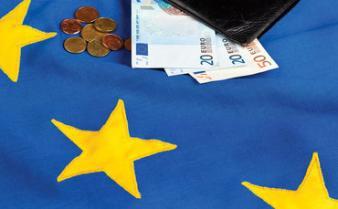 6 ani de UE. Multe taxe, bani puțini
