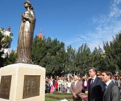 Regina Maria are statuie la Oradea