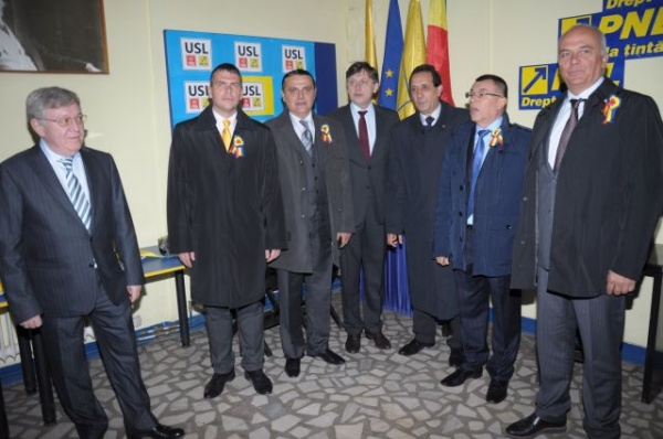 Preşedintele Crin Antonescu în mijlocul liberalilor careieni