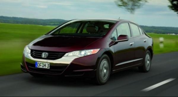 Vânzările de maşini noi, în scădere drastică în 2012