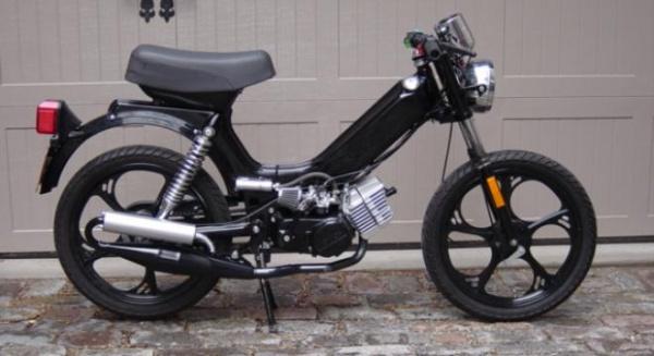Pe moped, numai cu permis