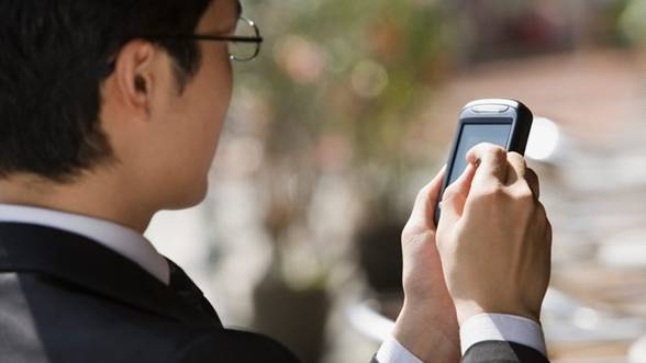 Bankingul se mută in zona de mobile: Credite instant, prin SMS