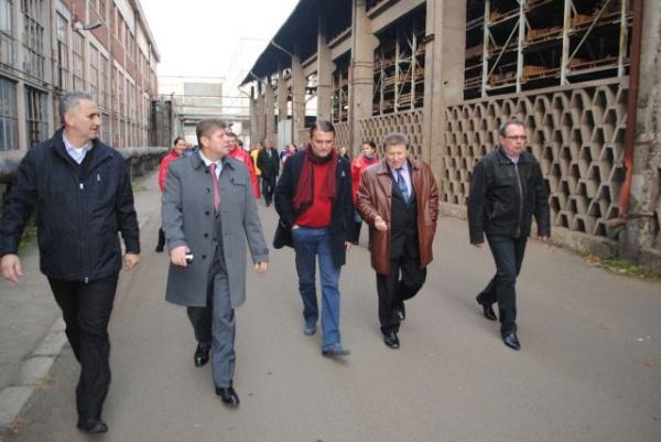 Angajaţii de la UNIO şi Draxlmaier merg pe mâna USL