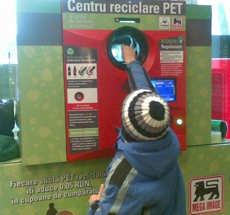 Cât vor primi cetăţenii pentru fiecare PET colectat la aparatele din magazine