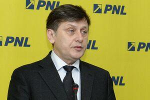 Crin Antonescu: Ideea cooptării UDMR la guvernare creează mari rezerve şi nu este agreată în PNL
